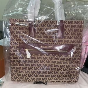 Michael Kors Kinsley Bag New Authenticate 💯
